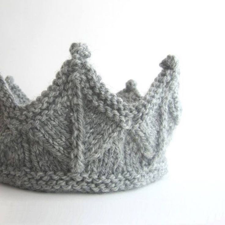 Knit Crown http://handmade-rukodelky.blogspot.com/2014/02/knitted-crown-for-little-girls.html