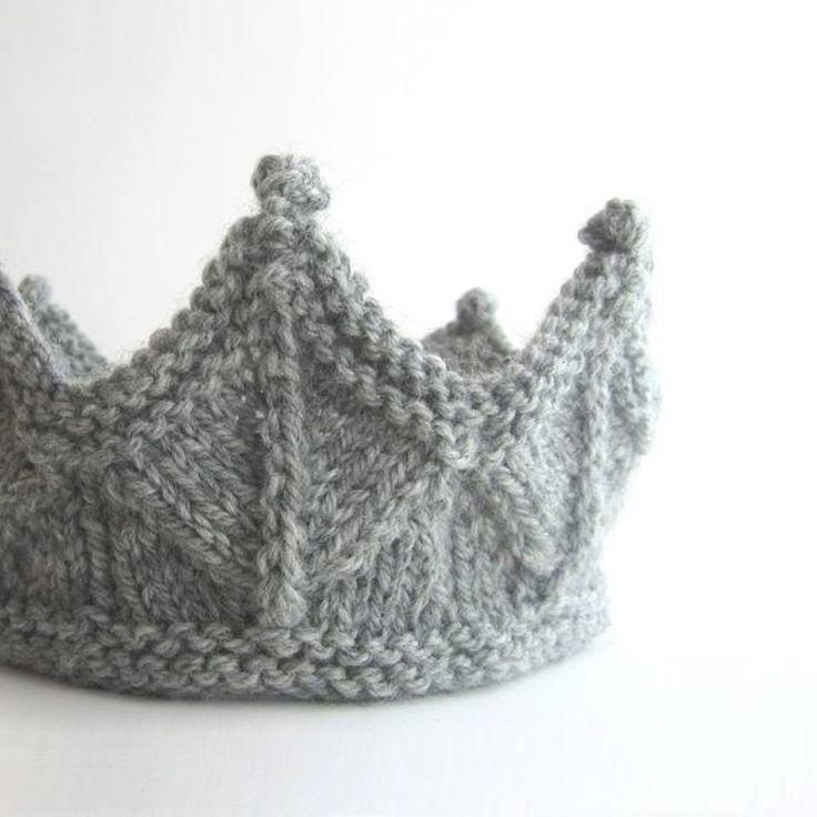 Knit Crown http://handmade-rukodelky.blogspot.com/2014/02/knitted-crown-for-little-girls.html