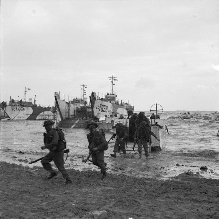 OPERATION OVERLORD NORMANDY LANDINGS D-DAY 6 JUNE 1944 (B 5245)   Commando troops coming ashore from LCIs (Landing Craft Infantry).