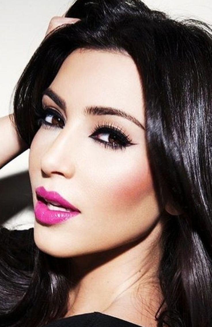Pink Makeup Brushes: Hot Pink Lipstick - Kim Kardashian Smokey Eye