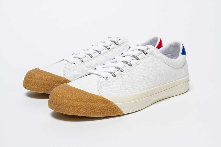OI POLLOI X K•SWISS Oi Polloi launches an exclusive update of the Irvine T. The American Tennis heritage brand K-Swiss and Manchester based menswear store Oi Polloi have announced their first collaboration together and the re-working of the iconic Irvine T silhouette. The same model was used as a special edition release with Los Angeles based Undefeated. The 2010 release shot the shoe to fame and five years later it's back to celebrate the re-introduction of the model.