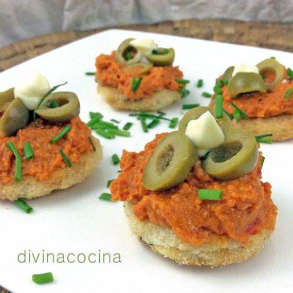 Esté paté mediterráneo resulta delicioso y con una textura original por el crujiente de los frutos secos. Puedes sustituir las almendras por avellanas peladas.