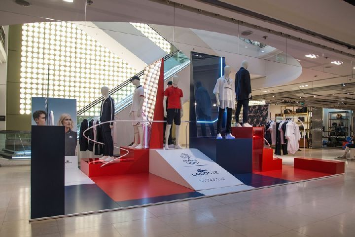 The platform-like structures that exhibit the mannequins are reminiscent of the podiums ...