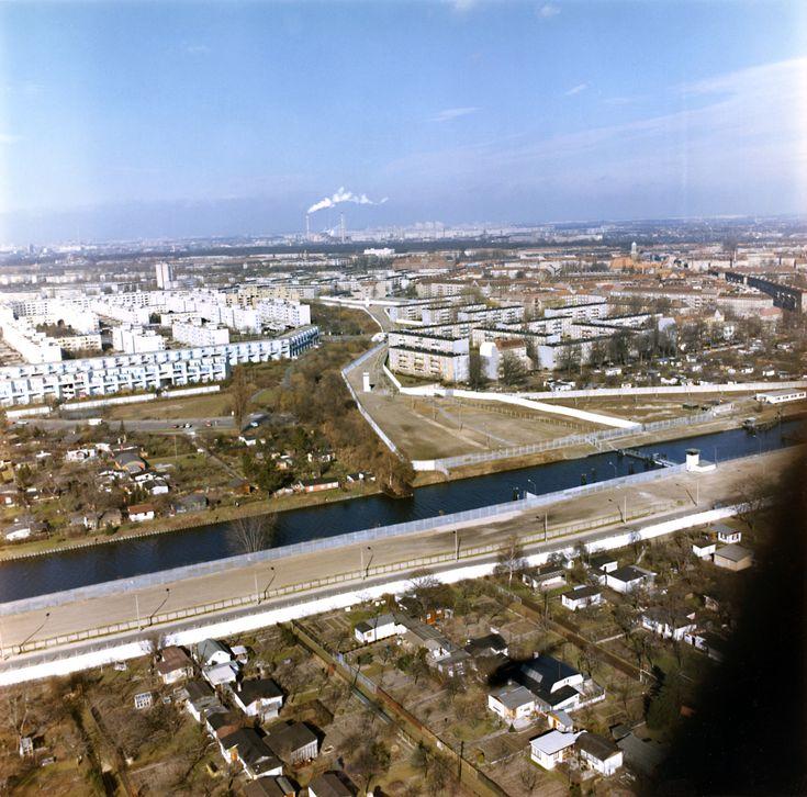 Luftbild der Grenzanlagen entlang des Britzer Verbindungskanals zwischen Neukölln und Treptow