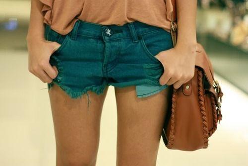 sandy coral, blue jeans, brown sachel <3