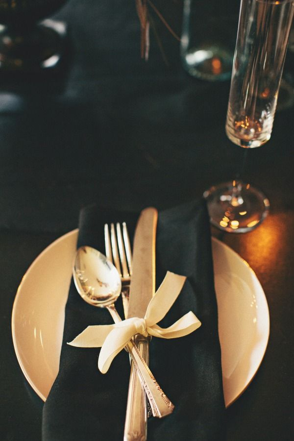 This gold + black theme would make for a nice evening! I love the tablesetting and ribbon detail.