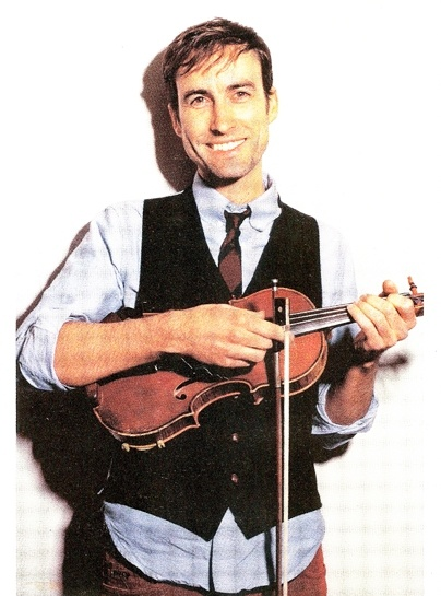 andrew bird..LOVE his smile and his fashion sense! <3 What am I saying, I love his EVERYTHING!