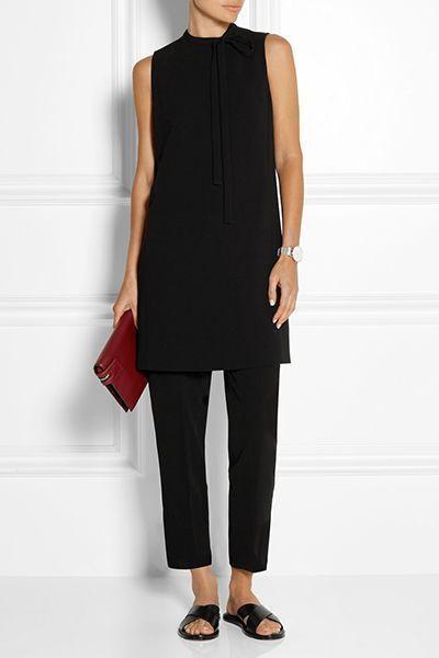 Sommermode minimalistischer Stil. Alles, was dieses Outfit braucht, ist ein langer