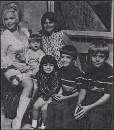 Jayne mansfield , childrens jayne marie ,miklos,zoltan,mariska and baby tony cimber.                                                                                                                                                                                 More
