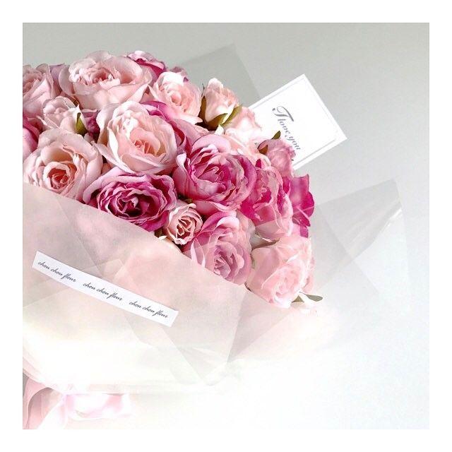 嬉しいことに、プロポーズにとご購入してくださる男性の方も増えてます! 愛媛より応援してます! 100本のバラのブーケ♡ 色合いがよくて、その上生花よりも断然軽い(*^^*) 価格1,0000円(税込価格) オンラインショップ ▼▼▼シュシュフルール▼▼▼ http://chouchoufleur.com ▼#花束#100本のバラ#bouquet#ウェディング #ブーケ#プロポーズ#corolla#バラ#お花 #フラワー #ウェディングドレス #ホワイトデー#プレゼント#wedding #dress#flower #ホワイトデーお返し#ナチュラルウェディング #通販 #pink#chouchoufleur#シュシュフルール#ピンク#100輪のバラ #rose #ローズ #ピンク#2017春婚 #日本中のプレ花嫁さんと繋がりたい#プロポーズ#プロポーズ大作戦#propose