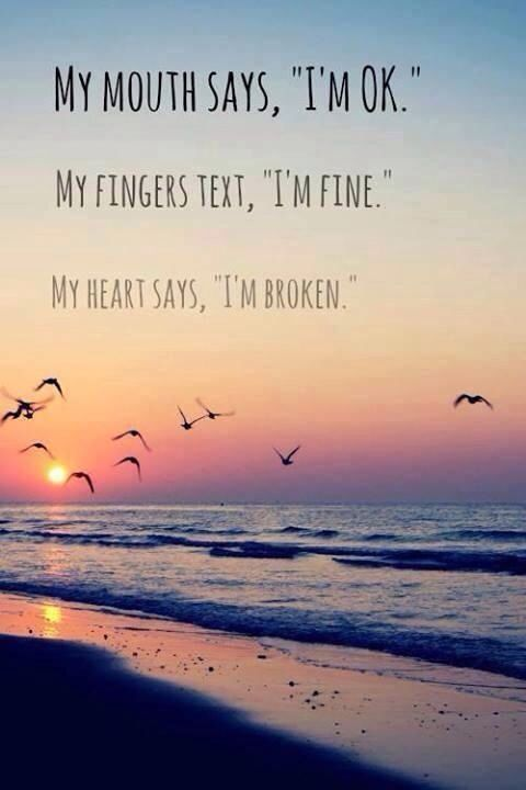 "Mein Mund sagt: ""Ich bin OK. Meine Finger Text:"" Ich bin in Ordnung. Mein Herz sagt: ""Ich bin gebrochen. / My mouth says , "" I'm OK . My fingers text , ""I' m fine . My heart says , ""I' m broken ."