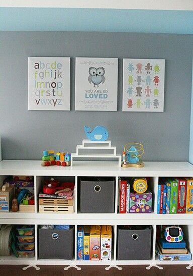 Idee de rangement pour jouets et livres pour enfants a la maison ou chez l'assistante maternelle