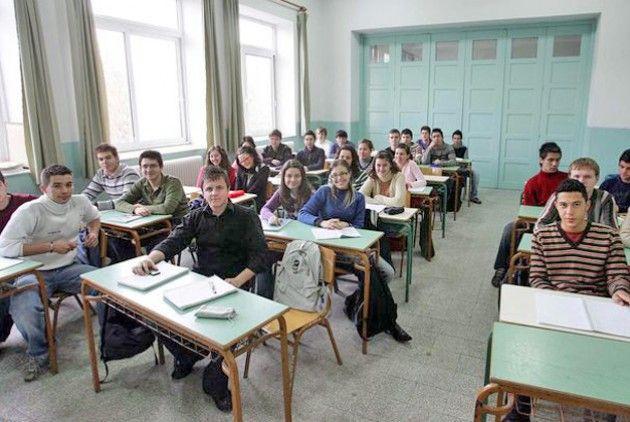 Γυμνάσιο: ο νέος τρόπος βαθμολόγησης των μαθητών   Συντάκτης: Χρήστος Κάτσικας  Ολοκληρώθηκε στις 20 Ιανουαρίου το πρώτο διδακτικό τετράμηνο στα περίπου 1.600 Γυμνάσια της χώρας στα οποία φοιτούν περισσότεροι από 280.000 μαθητές. Αυτές τις μέρες τα Γυμνάσια βρίσκονται στη διαδικασία κατάθεσης και καταχώρισης της βαθμολογίας του πρώτου τετραμήνου και θα ακολουθήσει στο δεύτερο δεκαήμερο του Φεβρουαρίου η κλήση στους κηδεμόνες των μαθητών για ενημέρωση αναφορικά με την επίδοση την επιμέλεια τη…