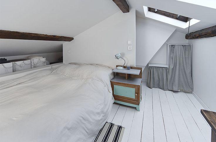 la hauteur sous plafond de la partie chambre située au dessus de la cuisine permet de se tenir debout // crédit photo: Dorian Huet
