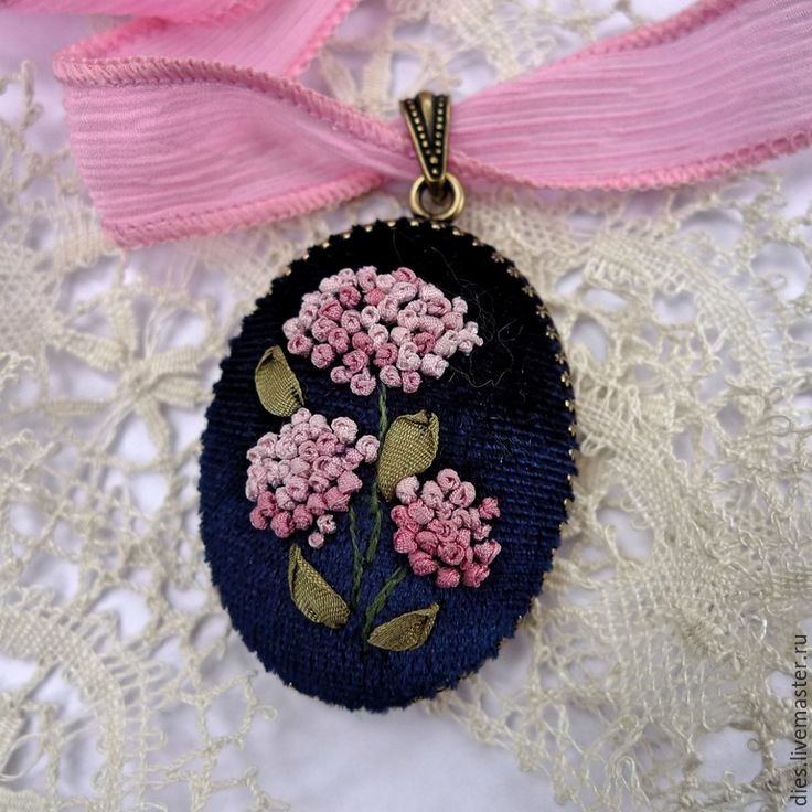 Купить Кулон с вышивкой лентами Гортензия упрямая - гортензии, украшение с вышивкой, вышивка шелковыми лентами