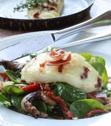 Σπανάκι με μανιτάρια, ταλαγάνι, λιαστές ντομάτες και βινεγκρέτ με μπέικον | Γιάννης Λουκάκος