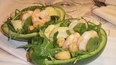 Uniamo gusto e leggerezza in un'isalata che fa incontrare l'avocado e i gamberi: un'ottimo antipasto che diventa anche un piatto unico estivo!