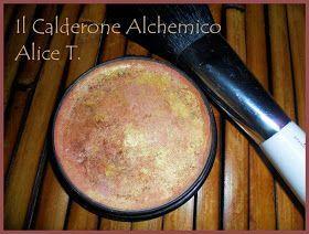 FORMULA:  3 g di argilla rosa  2,2 g di amido di riso  1,4 g di ossido di zinco  1,4 g di silice cosmetica  0,5 g di ocra rossa  1 goccia d...