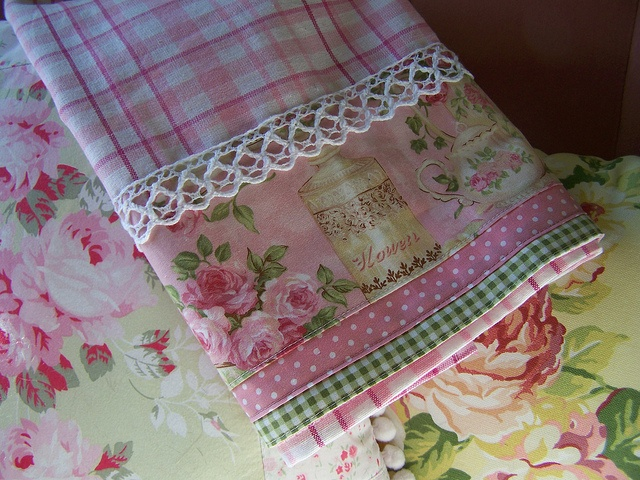 Decorative tea towel with roses