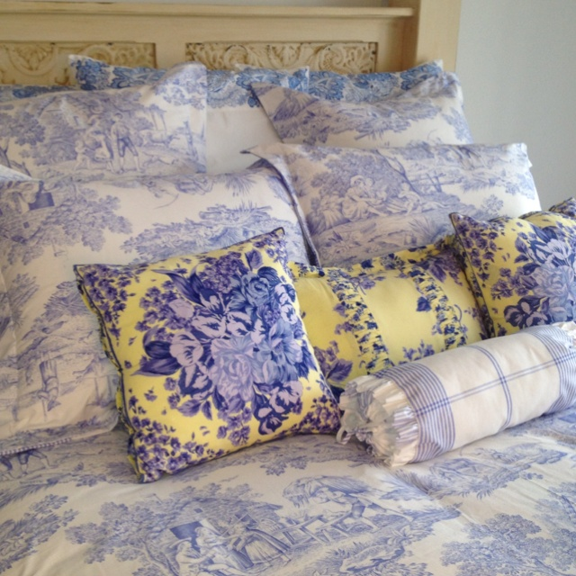 bllue and white toile neiman marcus bedding my house. Black Bedroom Furniture Sets. Home Design Ideas
