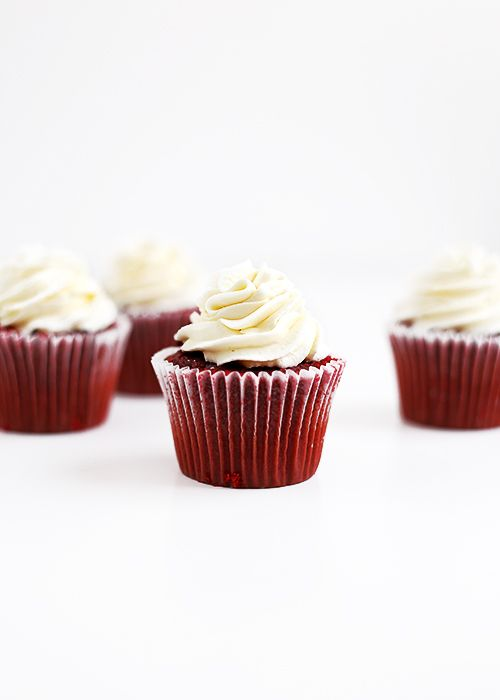 Sturdy Cream Cheese Frosting Recipe (that won't melt and holds its shape for several days at room temperature)