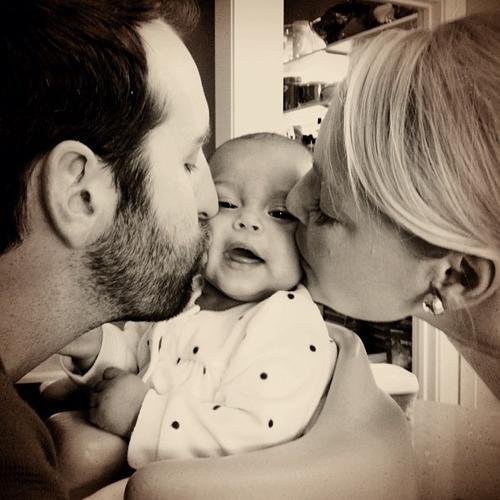 Katherine Heigl & Josh Kelley's Thanksgiving Kisses