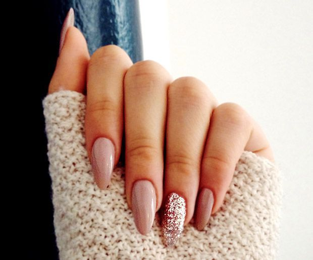 10 Must Try Almond Shaped Acrylic Nail Designs Acrylic Nails Almond Glitter Glitter Nails Gorgeous Nails