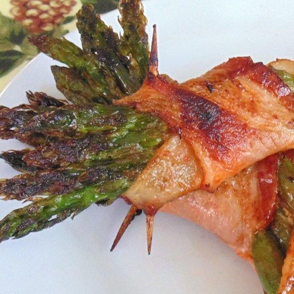 """Bacon-Wrapped Sriracha Asparagus 