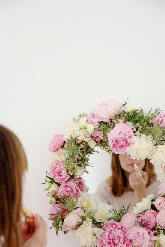 DIY Fresh Flower Mirror