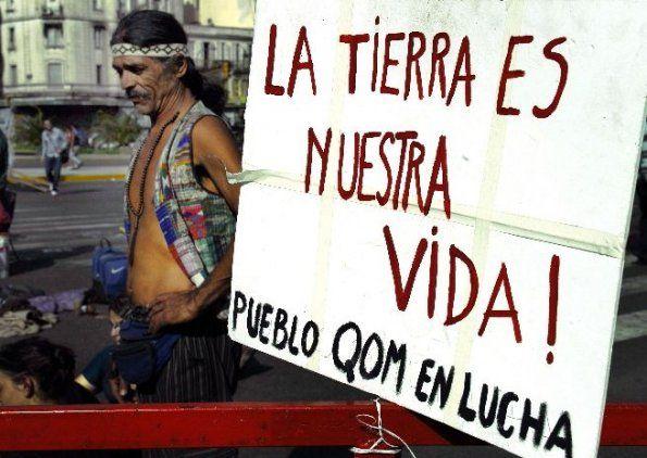 Protesta QOM en Buenos Aires por la quita de sus tierras