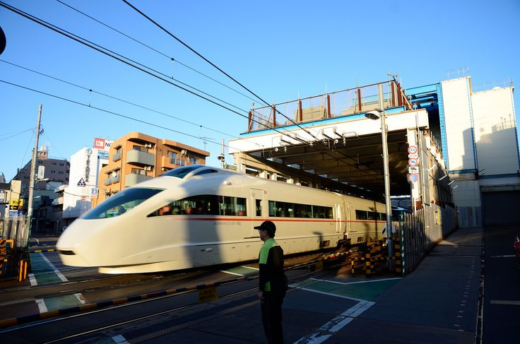 Odakyu Romance-car VSE Going through Construction Site near Setagaya-daita Station   Flickr - Photo Sharing!