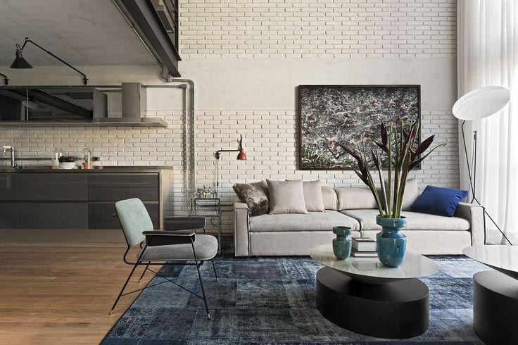 """Ve spodním patře je obývací pokoj spojený s kuchyní, odstranili lavici ve tvaru """"L"""", která obě části oddělovala - ProŽeny.cz"""