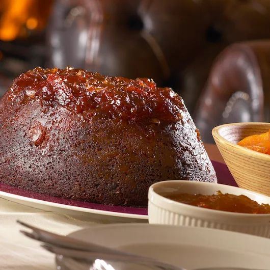 Lord Randall's Pudding: British steamed pudding with marmelade and dried apricots.