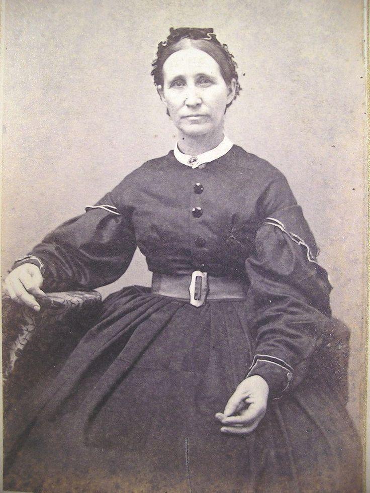 CDV 1860s MATURE WOMAN WITH A STEELY GAZE Circleville OH War Rev Stamp