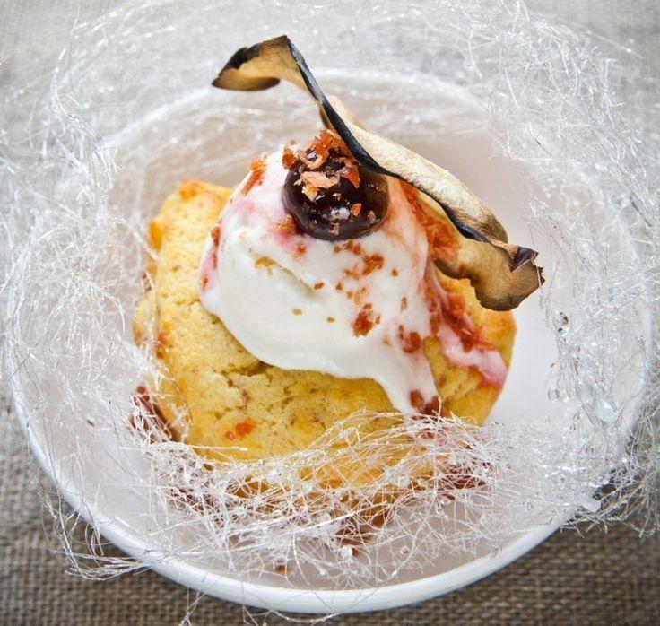 Capcake al Prosciutto di Parma e Amarene Fabbri, con gelato al Parmigiano Reggiano e pere con polvere di Prosciutto di Parma, della Chef Maria Beatrice Petrini