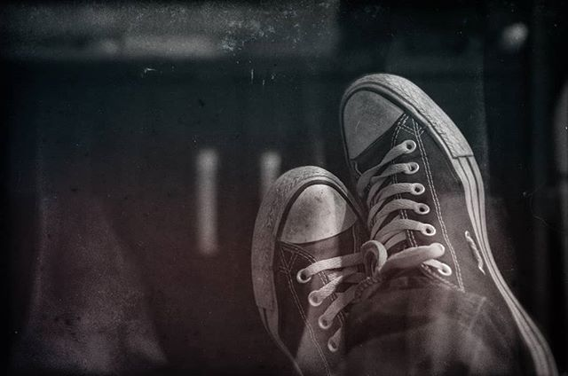 Πόση αλητεία πια δεν με αντέχω  #αλητεία #γιόλο #allstar #converseallstar #relaxing #shoes #yolo #spitaki #blackandwhite #bnw