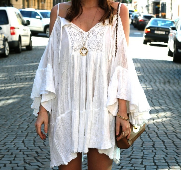This prairy looking number worn by Scandinavian blogger Nette Nestea is a stunning example of how to do festival chic without looking like you've been sleeping wrough! Beads and bangle a must!!! x