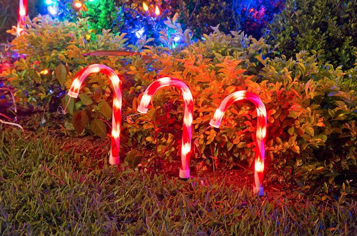 Endulza tu navidad con una iluminación con forma de caramelo.