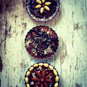 Kuchnia raz! : Mazurek wielkanocny z konfiturą porzeczkową i masą czekoladową