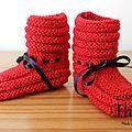 Des petits chaussons rouge dans l'esprit de Noël, ils sont réalisés au point de godron et en jersey envers. Ils sont mis en valeur par un...