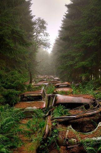Conheça o incrível cemitério de carros da II Guerra Mundial - Curiosidades