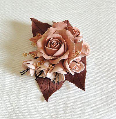 Spilla fatta a mano di argilla polimerica giapponese con i cristalli di Swarovski.