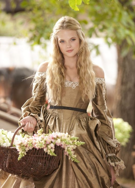 Gabriella Wilde  : the three musketeers