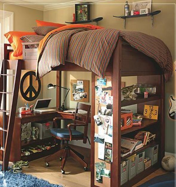 Chambre d'un garçon adolescent pratique
