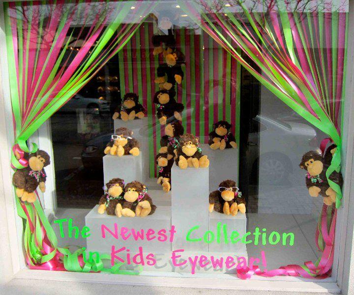 @Martin Olive Eyewear window display for kids eyewear. Eye-Catching visual #merchandising.