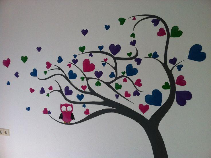 Muurschildering boom met fleurige hartjes en uiltjes door StijlvolleMuur.nl