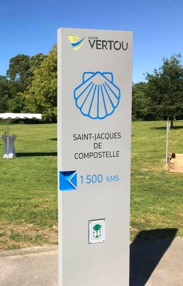 Totem St Jacques De Compostelle Vertou Mineral Signaletique Saint Jacques De Compostelle Beton Fibre