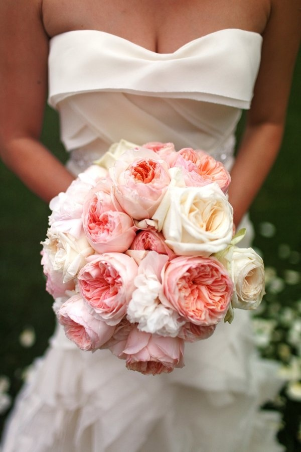 Love this bouquet! Pivoines  {tag : etincelles events wedding planner paris blog mariage}