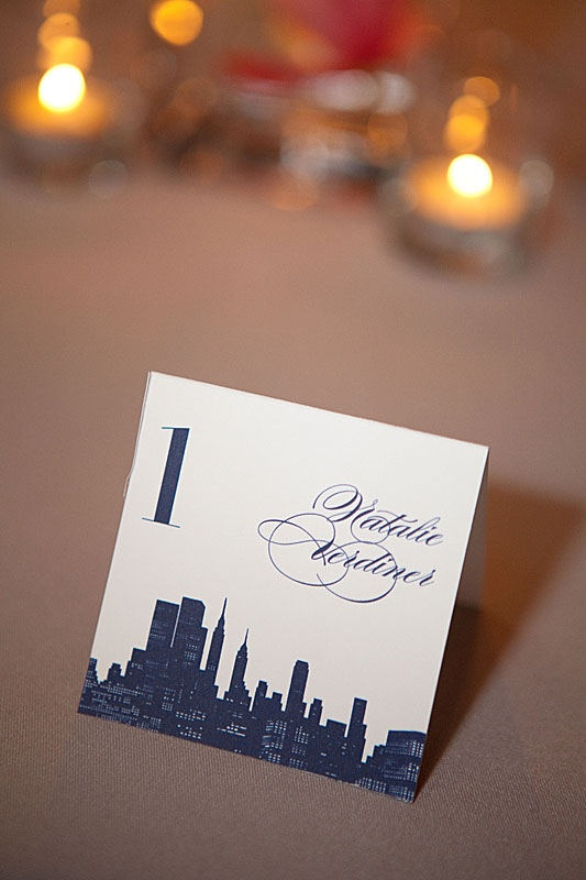 ニューヨークの街 <ネイビー・おしゃれな結婚式エスコートカード・席札まとめ一覧>