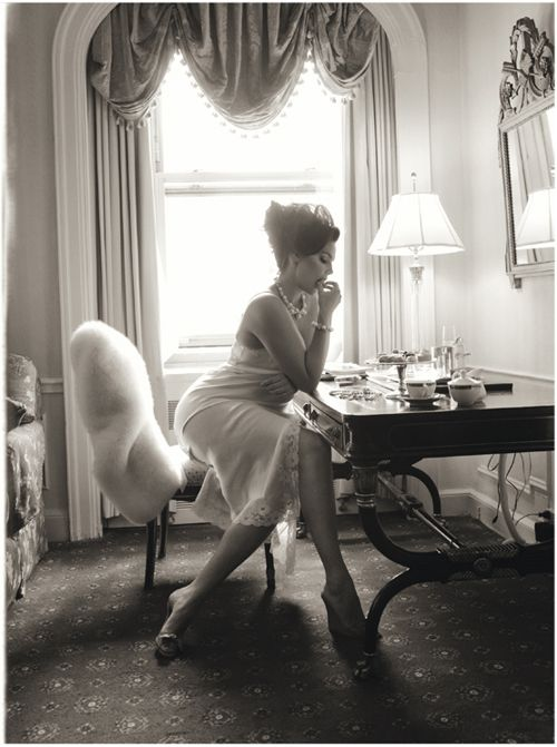 Italian Vogue Curvy. Pearls a slip, a black and white photo. Hot!